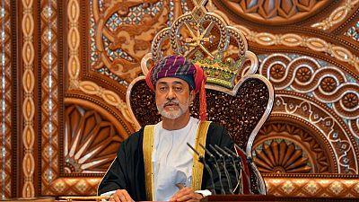 سلطان عمان يأمر بتسريع خلق الوظائف وسط احتجاجات على البطالة