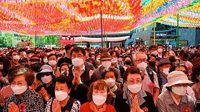 رفع الإلزام بارتداء الكمامات للكوريين الجنوبيين الذين يتلقون التطعيمات من كوفيد-19