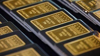 الذهب يخترق مستوى 1800 دولار مع هبوط عوائد السندات الأمريكية