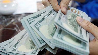 الدولار الأمريكي يتحول للصعود، والين الياباني ينخفض مع تدهور التوقعات الاقتصادية