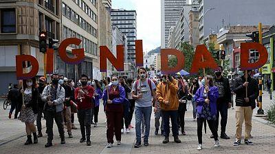 Manifestantes colombianos marchan de nuevo por ayuda económica y cambio social