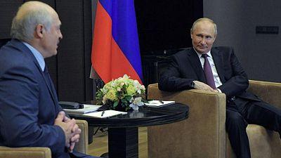 Lukashenko dice a Putin que tiene documentos sobre el incidente del avión de Ryanair -medios