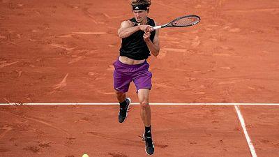 Zverev se recupera de dos sets abajo y avanza en Roland Garros; Thiem eliminado