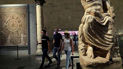 مصر تسجل 1007 إصابات جديدة بفيروس كورونا و46 وفاة
