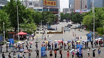 China informa de un aumento de casos de COVID-19 en la ciudad de Guangzhou y cancela vuelos