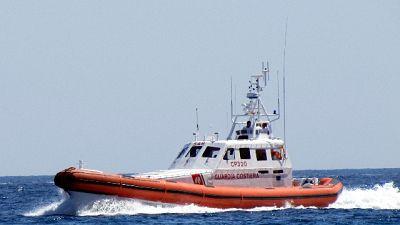 Ci sarebbero donne e bambini, soccorsi da Guardia costiera
