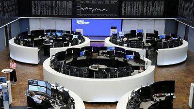 الأسهم الأوروبية تنخفض من مستوى قياسي لكنها تسجل رابع شهر من المكاسب