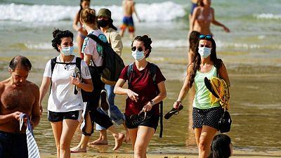 España estudia relajar las normas de las mascarillas ante la caída de las infecciones