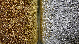 Precios del oro operan en rango estrecho antes de datos EEUU