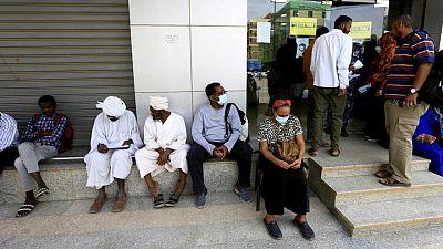 السودان يواصل مزادات العملة الأجنبية بينما يتراجع الجنيه في السوق السوداء