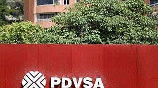 Venezuela recurre a crudo mejorado y mezclas para alimentar refinerías: documento, fuentes