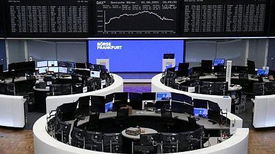 European stocks hover near record high as oil shares bounce