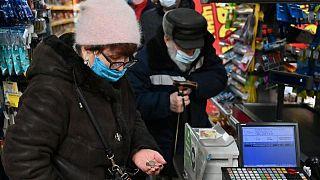 روسيا تسجل 23704 إصابات جديدة بكورونا و783 وفاة
