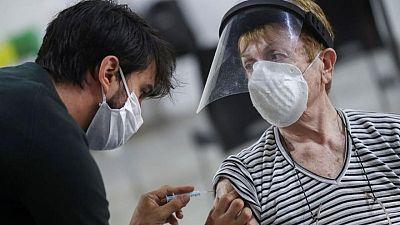 La vacuna Sputnik muestra una alta eficacia en ancianos en Argentina, según un fondo ruso