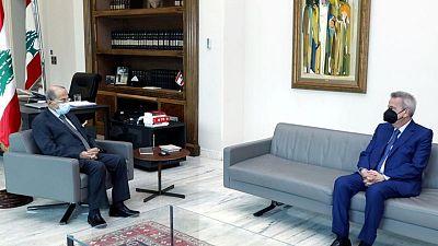 الرئيس اللبناني يقول إن تعميم المصرف المركزي بشأن السحب من الودائع ساري المفعول