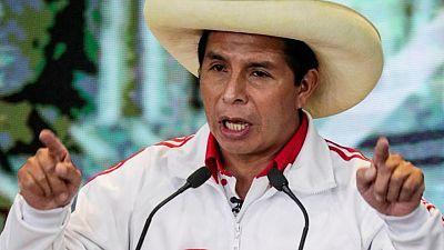 Castillo y Fujimori juegan últimas cartas de campaña para final de infarto en elecciones de Perú