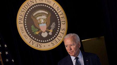 Biden propone un impuesto mínimo de sociedades del 15% y más fondos para infraestructuras
