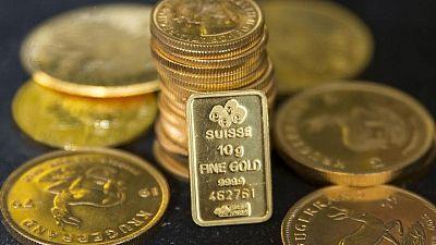 METALES PRECIOSOS-Oro se encamina a peor semana desde marzo; atención puesta en dato laboral EEUU