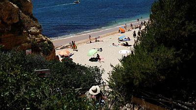 Los británicos de vacaciones en Portugal, frustrados por la cuarentena a la vuelta