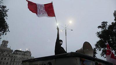 Sondeos antes de la elección en Perú muestran a Fujimori en delantera, pero en empate técnico