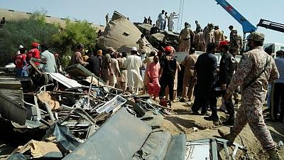Un choque de trenes en Pakistán deja al menos 30 muertos