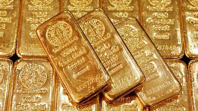 الذهب يرتفع مع تراجع الدولار، والمستثمرون يترقب بيانات التضخم الأمريكي