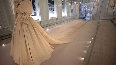 ثوب زفاف الأميرة ديانا يتألق في معرض بلندن