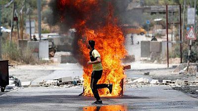 سكان بلدة فلسطينية ينظمون احتجاجات لمنع المستوطنين من الاستيلاء على أرضهم