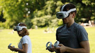 Ensayo de Dinamarca usa juego de realidad virtual para impulsar vacunaciones contra el COVID-19