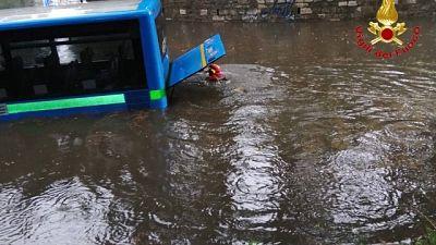 Autobus bloccato a Busto Arsizio, allagamenti nel varesotto