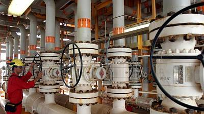 شانا: إيران مستعدة لزيادة إنتاج النفط سريعا إذا رُفعت العقوبات الأمريكية