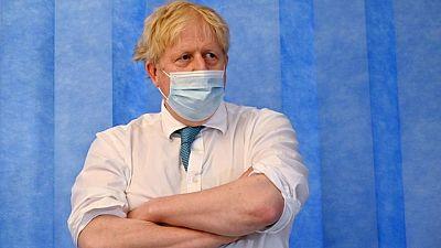 Boris Johnson cree que aún es pronto para decidir sobre el fin de las restricciones en Inglaterra
