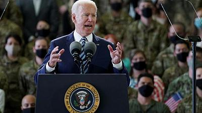 "Biden advierte a Rusia de que enfrenta una respuesta ""contundente"" al llegar a Europa"