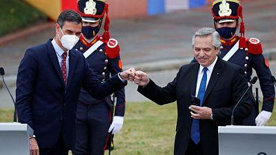 """El presidente argentino dice que los """"mexicanos salieron de los indios"""" y los """"brasileros de la selva"""""""