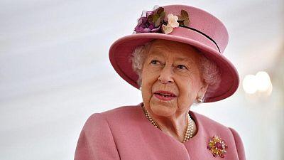 ملكة بريطانيا تتلقى زهرة تحمل اسم زوجها الراحل في مئوية ميلاده