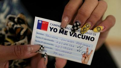 Pese a la vacunación, los contagios presionan a Chile que pone la capital en cuarentena