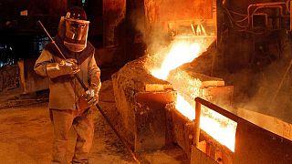 METALES BÁSICOS-Precios del cobre caen por temor a que variante Delta afecte demanda