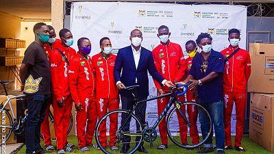 Remise de vélos et autres équipements : Oswald HOMEKY pour une fédération de Cyclisme plus compétitive