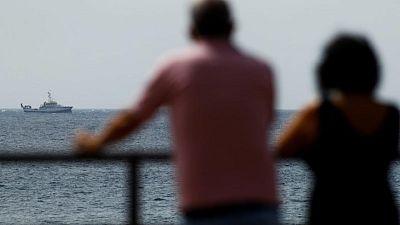 Equipos de rescate españoles buscan a un bebé desaparecido en el mar tras encontrar muerta a una niña