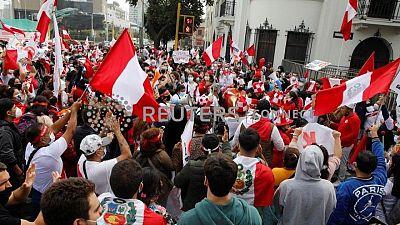 """Jefe de partido socialista de Perú declara """"victoria"""" de Castillo mientras termina el recuento"""