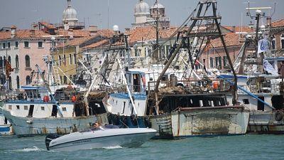 Contro fermo pesca corteo di una trentina imbarcazioni Chioggia