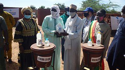 Covid-19 : 4108 personnes dont 2100 ex-combattants de sept régions du Mali bénéficient de kits de lutte contre la pandémie