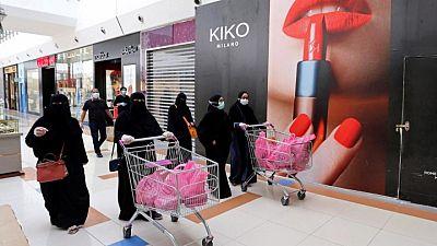 تلفزيون: السعودية لن تسمح لغير المحصنين من كورونا بدخول المراكز التجارية