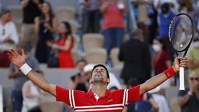 Djokovic vence a Tsitsipas y gana Abierto de Francia
