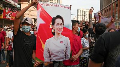المجلس العسكري الحاكم في ميانمار يتهم جماعة عرقية بقتل 25 عاملا