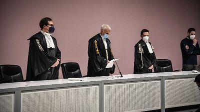 Richiesta a Tribunale. Pm Milano non avrebbero depositato prove