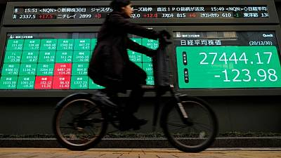 Asian shares mixed, dollar strong as investors eye Fed meeting