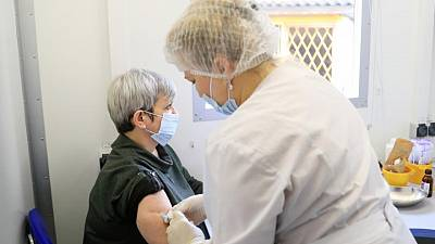 Kremlin dismayed by slow rate of vaccinations amid COVID-19 surge