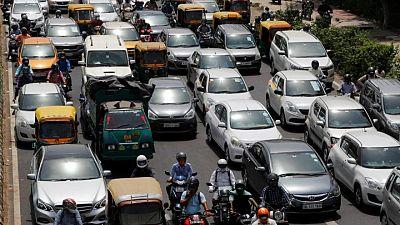 Aumenta la alarma en India ante el regreso de las multitudes a centros comerciales y estaciones