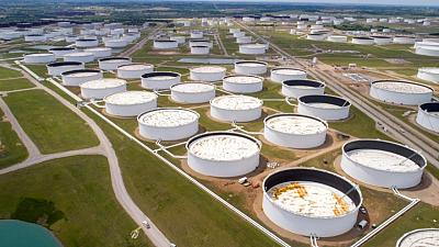 مصادر: بيانات معهد البترول تظهر هبوطا في مخزونات النفط الأمريكية وزيادة في مخزونات الوقود